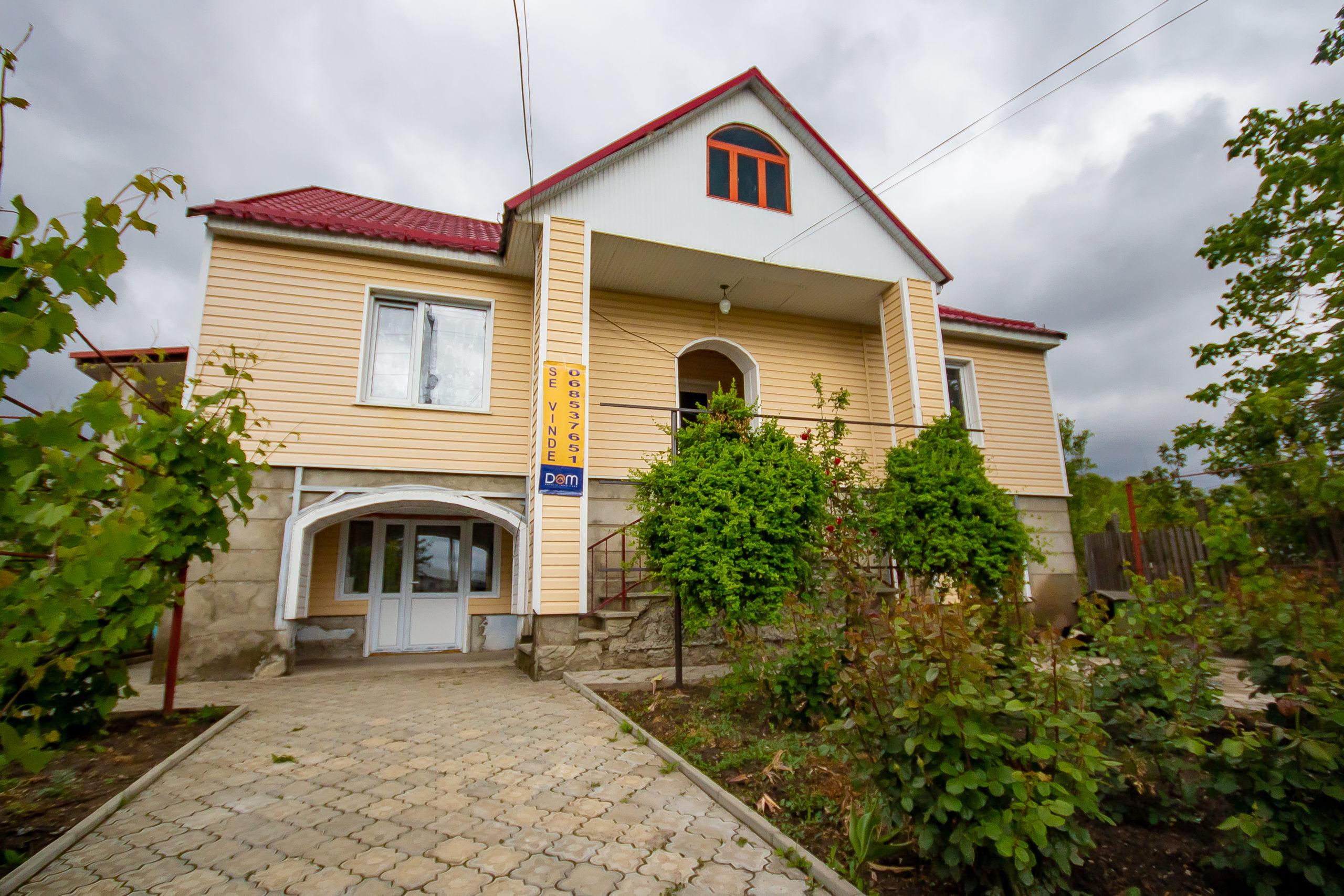 2-х этажный дом, автономное отопление, гараж, 2 кухни, 2 ванные комнаты, 2 террасы, земельный участок 10 соток